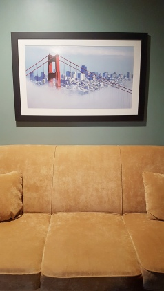 SanFranHotelCouchPic